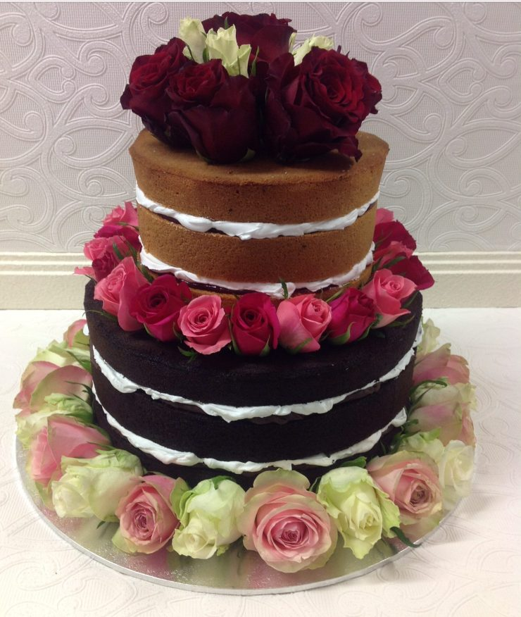 Naked mud cake with fresh roses